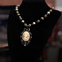 Single Strand Cameo Necklace